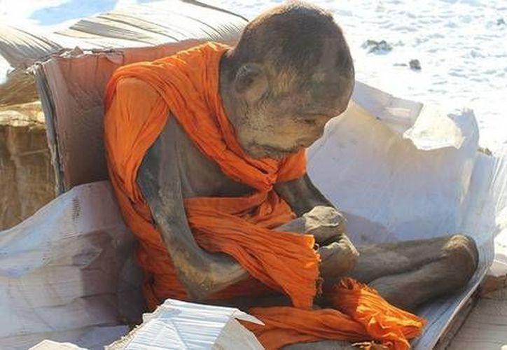 Los forenses creen que la momia tiene unos 200 años y están sorprendidos por lo bien preservada que está. (Mongolia.gogo.mn)