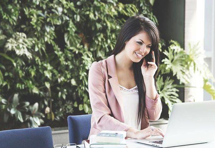 La ropa que usas no solo influye en cómo te perciben las personas a tu alrededor, sino también en tu comportamiento. (dineroenimagen.com)