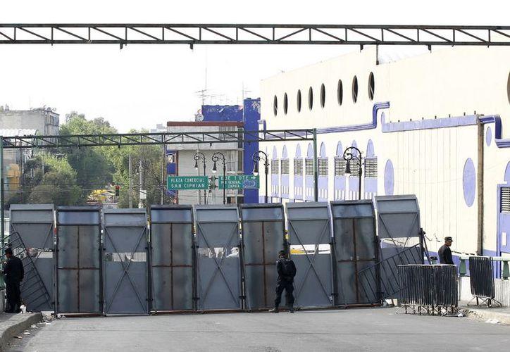 Cerco de seguridad en los alrededores del Palacio Legislativo de San Lázaro, como medida preventiva para la toma de protesta del presidente electo, Enrique Peña Nieto. (Notimex)