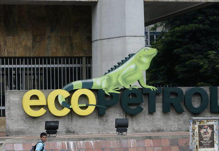 Vista del logotipo de Ecopetrol en la fachada de su edificio sede en Bogotá, Colombia. (Foto: EFE)