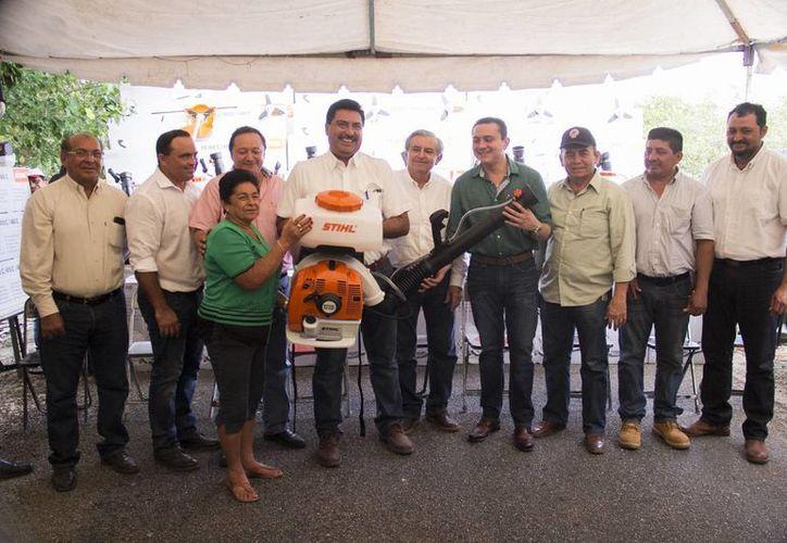 Más de 900 productores yucatecos resultaron este año beneficiados con motobombas y desbrozadoras.  (Foto cortesía del Gobierno)