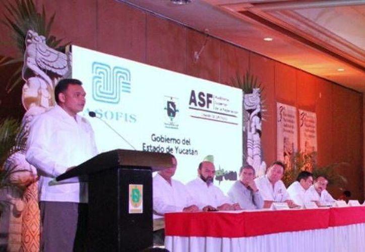 Yucatán firmó convenio con 12 universidades para formar profesionales en fiscalización. (Cortesía)