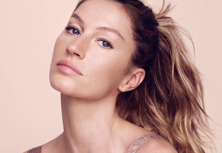 La supermodelo brasileña Gisele Bundchen dejó a todos boquiabiertos al aparecer en la portada de la edición italiana. (Instagram)