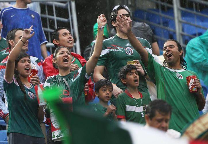 Miles de seguidores apoyan a la Selección Mexicana en el estadio Das Dunas en Natal, Brasil, en el partido de Grupo A entre México y Camerún. (Foto: AP)