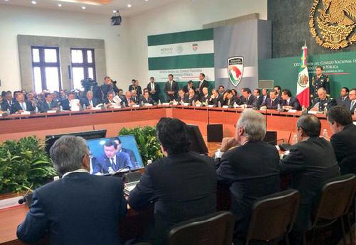 """""""Estamos listos para dar los pasos necesarios y acelerar la implementación de este nuevo modelo"""", dijo Herrera Caldera durante la 37 sesión del Consejo Nacional de Seguridad. de la Conferencia Nacional de Gobernadores en Los Pinos. (@SJara_gobmich)"""