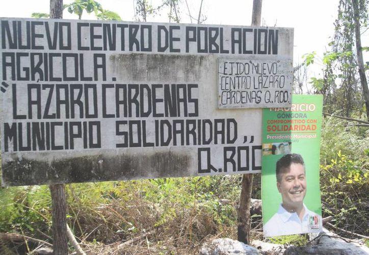 Este letrero da la bienvenida al poblado al cual se llega por una calle de tierra ubicada a un costado de la carretera Cancún-Mérida.  (Octavio Martínez/SIPSE)