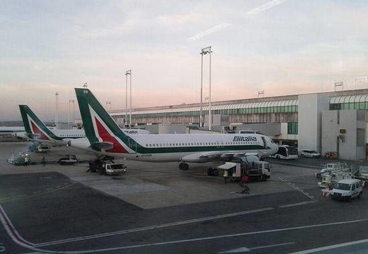 Aviones de Alitalia en el aeropuyerto intrnacional Leonardo da Vinci, en Roma. Imagen de contexto. (Foto: www.placesonline.es)