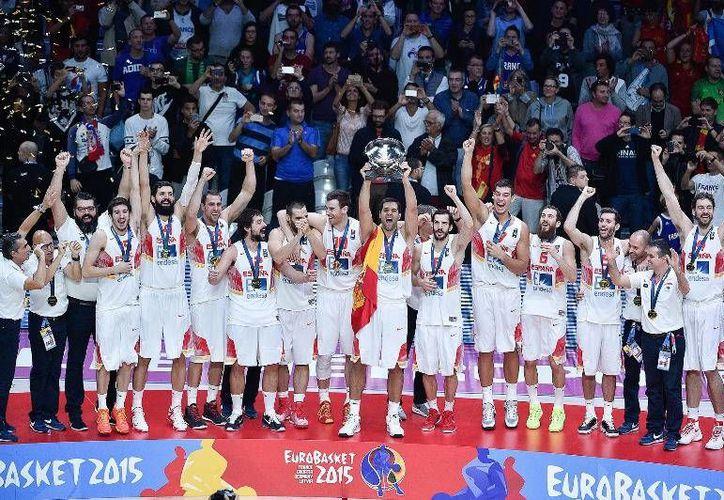 Los españoles vencieron sin problemas 80-63 a Lituania y se coronaron campeones en la final de la Eurobasket 2015. Ambos equipos, al ser el primer y segundo lugar del torneo consiguieron su pase a Río 2016. (FIBA)