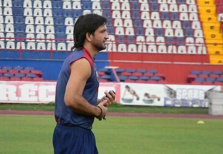 "Francisco ""Kikín"" Fonseca felicitó a Osvaldo porque llegar a un equipo como el América es un paso importante.  (Ángel Mazariego/SIPSE)"