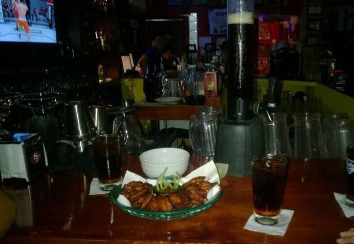 Señalan que la ley seca afecta la actividad en bares y en algunos restaurantes. (Milenio Novedades)