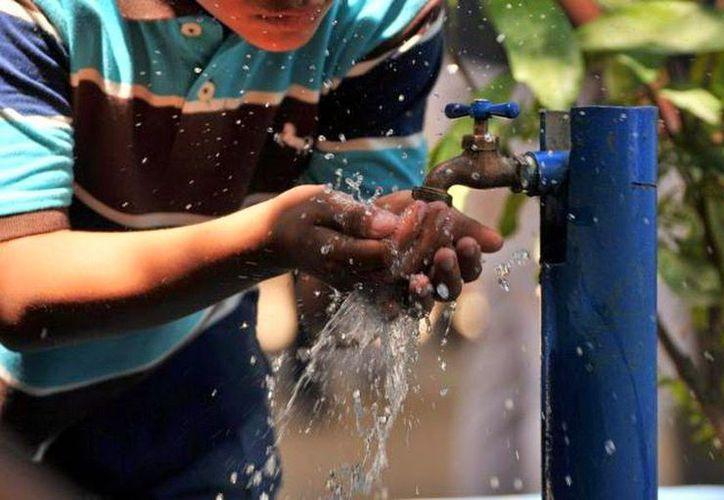 Recomienda CAPA acopiar agua para 24 horas sin servicio. (Internet)