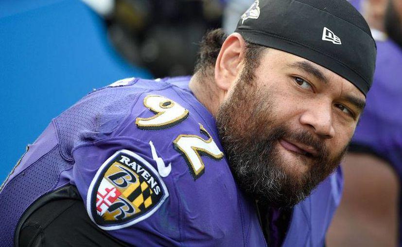 El defensivo de Baltimore Ravens (Cuervos de Baltimore), Haloti Ngata, está suspendido por consumir sustancias prohibidas; se pierde el resto de la temporada de la NFL. (Archivo/AP)