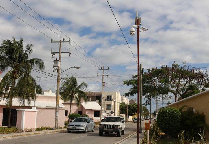 Las cámaras de vigilancia se conectan con el Centro de Inteligencia y Monitoreo Urbano (Cimus). (Adrián Barreto/SIPSE)