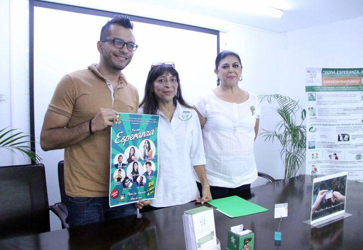"""Representantes de la asociación """"Dona Esperanza"""". (José Acosta/SIPSE)"""