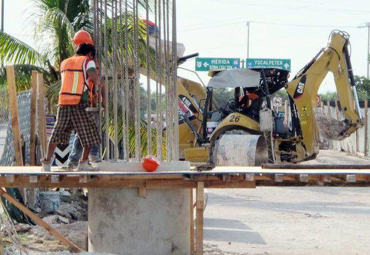 Los trabajos avanzan a buen ritmo en el distribuidor vial a la entrada del municipio de Progreso. (Milenio Novedades)