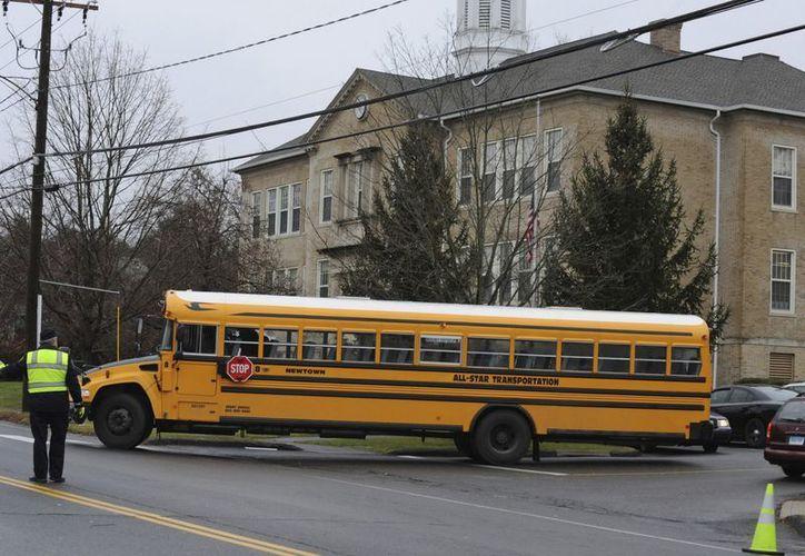Llos alumnos de la escuela Sandy Hook fueron reubicados. (EFE)