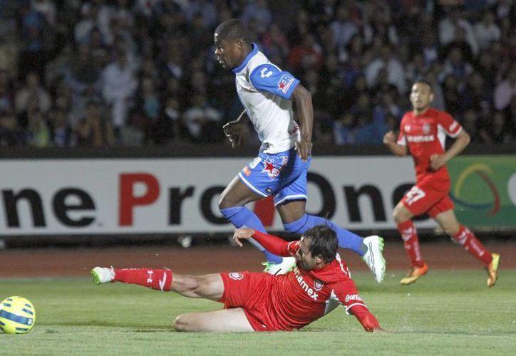 Wilberto Cosme hizo el gol con el que Puebla calificó a cuartos de final de la Copa MX al eliminar al Toluca. (Notimex)