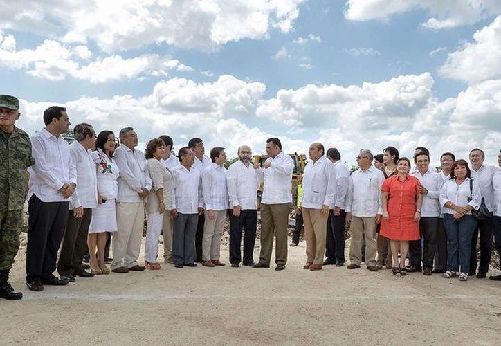 Imagen del arranque de las obras del nuevo recinto del Poder Legislativo, junto al anillo periférico. (Milenio Novedades)