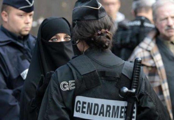 El enfrentamiento entre la población islámica que vive en Occidente se hace cada vez más evidente. Esto luego de los ataques de París, sin embargo, una encuesta ha revelado que la mayoría de la población musulmana se opone al terrorismo. (Archivo AP)