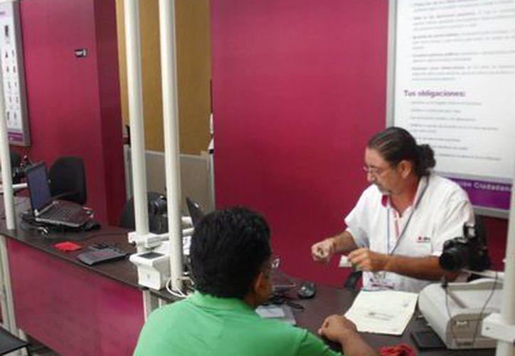 Un total de 1,723 ciudadanos de Yucatán, de los cuales 859 corresponden a Mérida, no han ido a recoger sus credenciales de elector. (SIPSE)