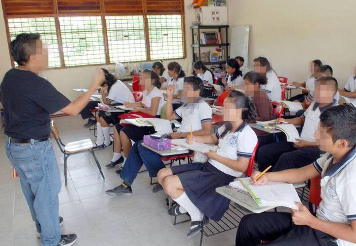 Los maestros de secundaria de nuevo ingreso reciben en promedio once mil pesos mensuales. (Imagen ilustrativa/SIPSE)