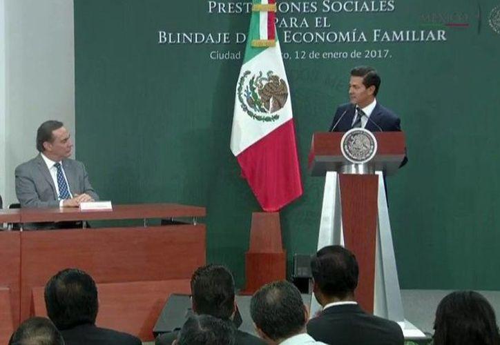 El presidente Enrique Peña Nieto durante su mensaje en el marco de la ceremonia sobre Prestaciones Sociales para el blindaje de la Economía Familiar. @PresidenciaMX)