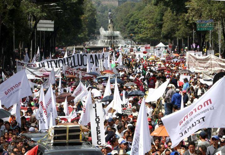 AMLO encabeza este domingo un mitin en el Ángel de la Independencia contra la iniciativa energética. (Notimex)