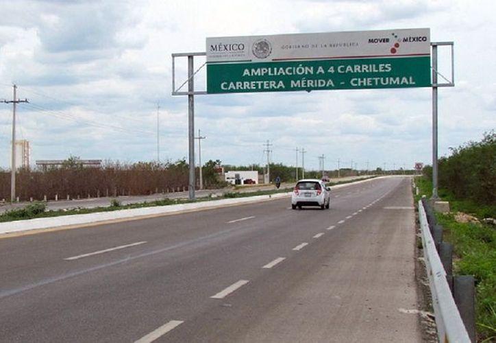 La carretera a Chetumal fue ampliada a cuatro carriles. (Foto: Milenio Novedades)