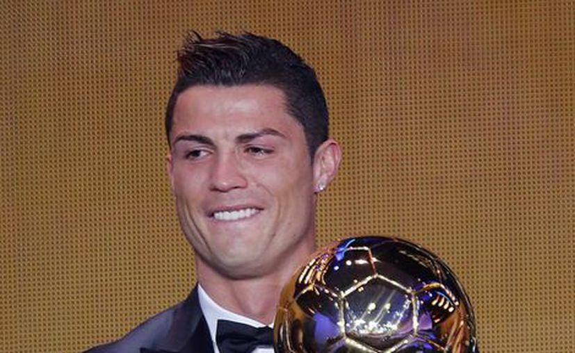 Con lágrimas Cristiano recibió el premio FIFA Balón de Oro 2013. (Agencias)