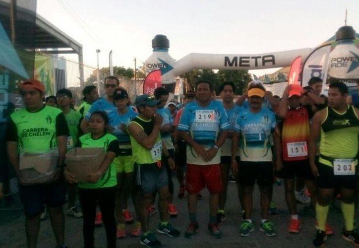 Más de 300 atletas participaron en la tercera edición de la carrera a campo traviesa del puerto de Chelem. (SIPSE).