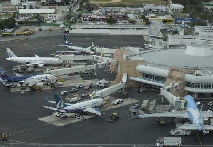Cierran enero y febrero con un movimiento de dos millones 892 mil 125 pasajeros del país y del extranjero. (Redacción/SIPSE)