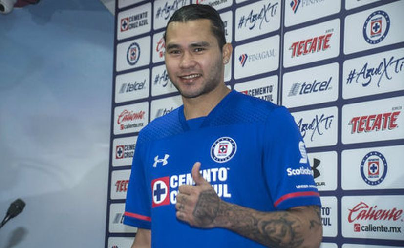 "El ""Gullit"" Peña se lastimó solo en una jugada al minuto 44. (Mexsports)"