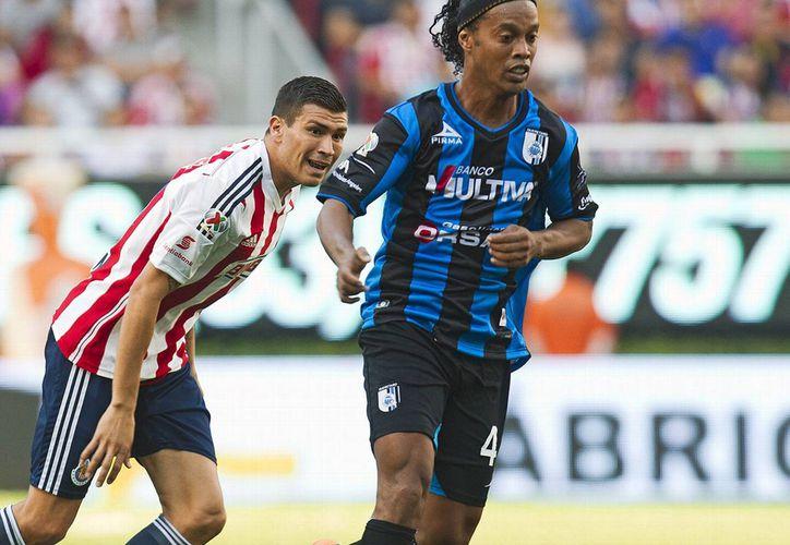 Hasta ahora es un misterio si Ronaldinho seguirá con Gallos Blancos, si cambiará de equipo o si se retirará. (espncdn.com)