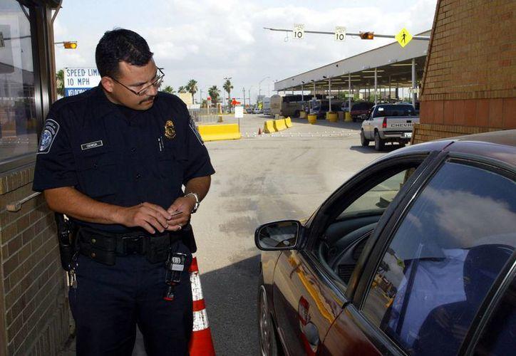 La mujer arrestada fue entregada a personal de Inmigración. (infonogales.com)
