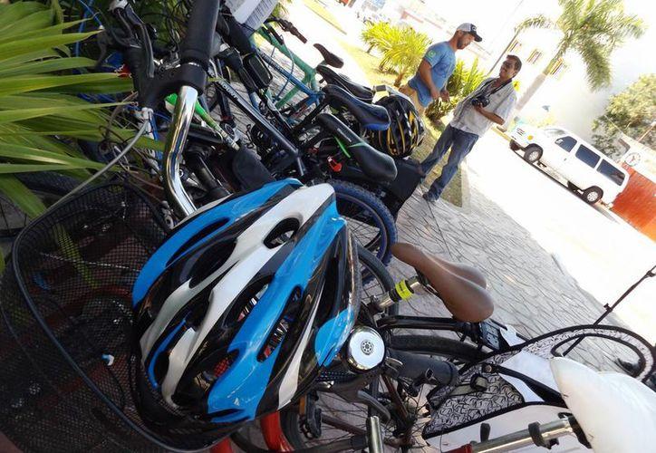 Ciclistas profesionales piden a los conductores de vehículos manejar con precaución cuando vean alguna bicicleta en movimiento. (Daniel Pacheco/SIPSE)