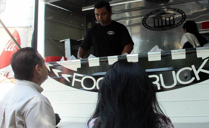 En Yucatán no existe un reglamente específico para los food trucks, ya que al ser un establecimiento móvil entran en juego dependencias como la Secretaría de Seguridad Pública. (Archivo/SIPSE)