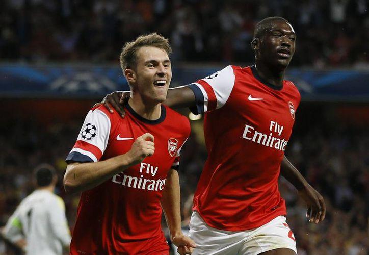 Arsenal, actual líder de la Premier, tendrá un partido bastante complicado en el Emirates Stadium cuando se enfrente a su acérrimo rival Tottenham. (Agencias)