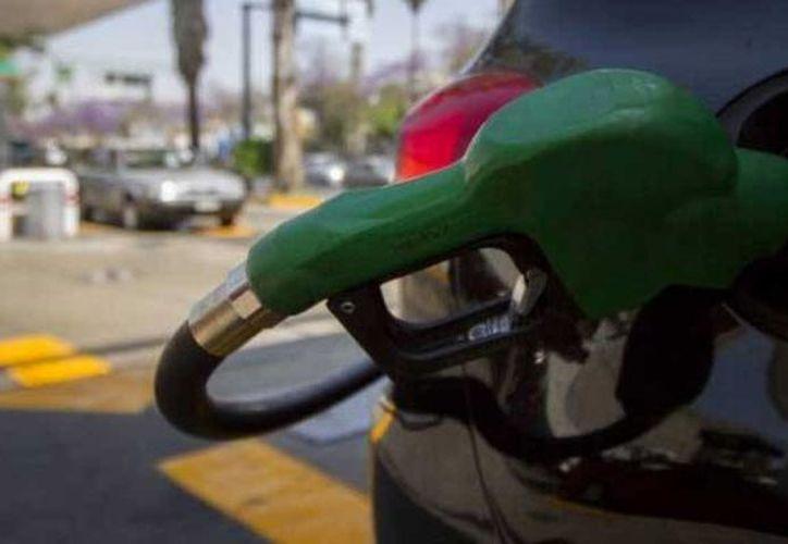 A partir del 18 de febrero el costo de la gasolina en México variará a diario. (lopesdoriga.com)