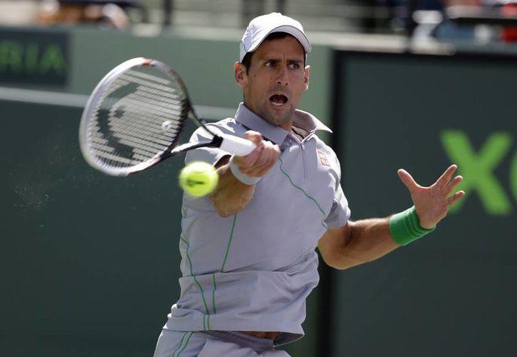 Novak Djokovic padece una lesión en la muñeca derecha, que sufrió en el Masters 1000 de Montecarlo, donde cayó en semifinales ante el suizo Roger Federer. (AP)