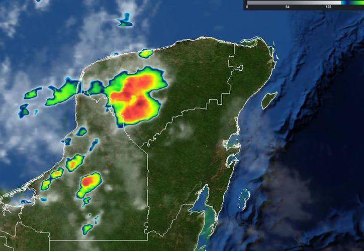 Una vaguada produjo lluvias este domingo por la noche en la Península de Yucatán. (@ClimaYucatan)