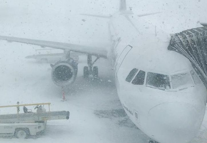 La terminal aérea indicó que todos los vuelos se reanudaron a partir de las 7:00 hora local. (Twitter)