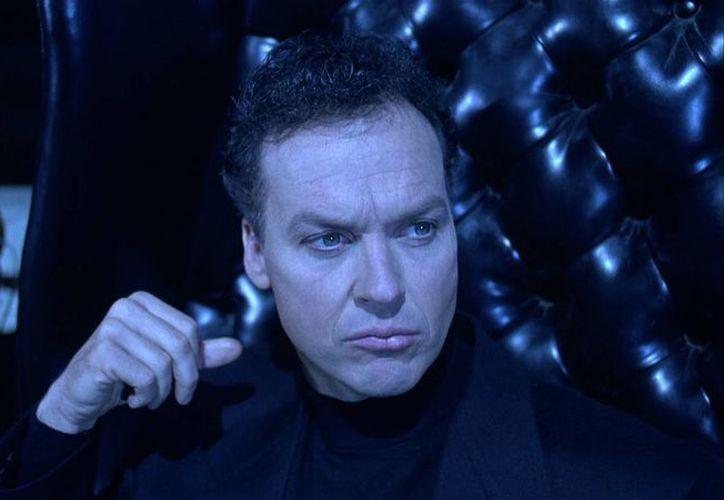 Keaton en el papel de Bruce Wayne durante una escena de Batman, de 1990. (peliculasdeestreno.mx/Archivo)