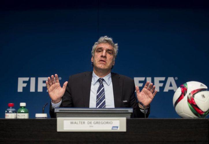 Aunque acaba de renunciar a FIFA, Walter De Gregorio prestará servicios de consultaría a la FIFA hasta el final de este año. La foto corresponde a mayo de este año, durante una conferencia en Zurich. (AP)
