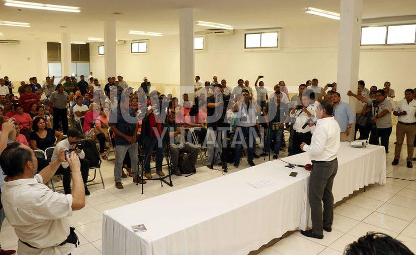 """""""Billy"""" Fernández ofreció una conferencia de prensa. (José Acosta/Novedades Yucatán)"""