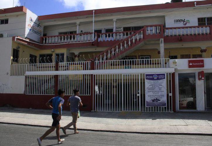El edificio del Ayuntamiento se encuentra en la Supermanzana 90, manzana 4, prolongación Tulum. (Tomás Álvarez/SIPSE)