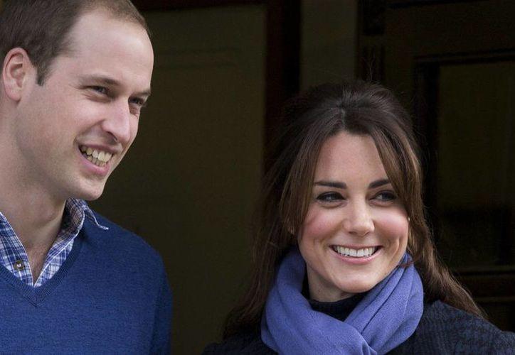 Las grabaciones de 2006 revelan hasta qué punto News of the World se entrometió en la vida de Guillermo y Middleton, entonces novia del príncipe. (Agencias)