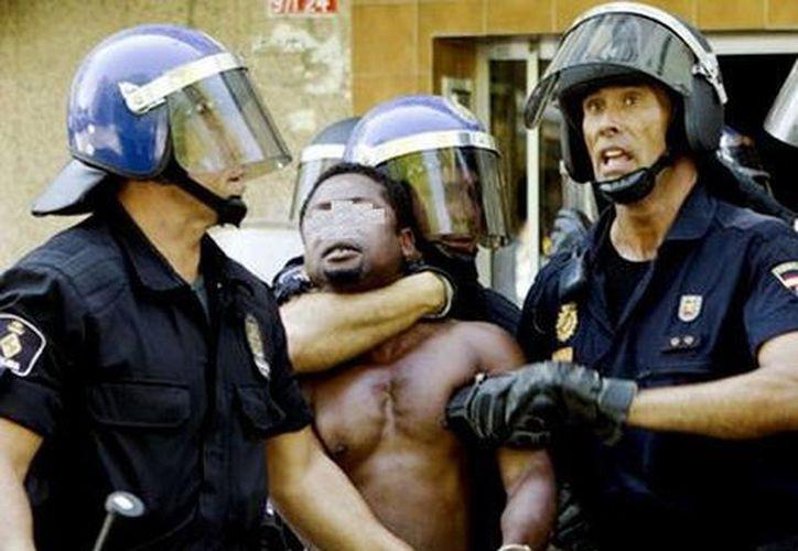 Yafat fue acusado de agredir él solito a cinco policías, aunque asegura que el cargo fue una venganza de los agentes por la denuncia hecha al diario El País. (Foto de contexto/EFE/Archivo)