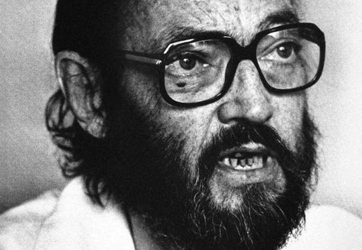 Julio Florencio Cortázar, escritor argentino, nació hace 100 años en Bélgica, cuando su padre era embajador de esa nación europea. Google celebra el escritor con un doodle. (AP)