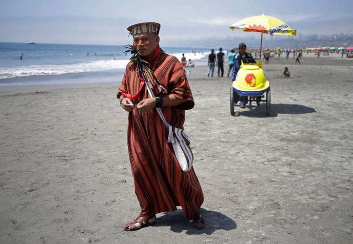 Los indígenas son quienes han dado 'la nota' en la conferencia sobre el cambio climático que se celebra en Perú. La imagen es un indígena ashaninka. (AP)