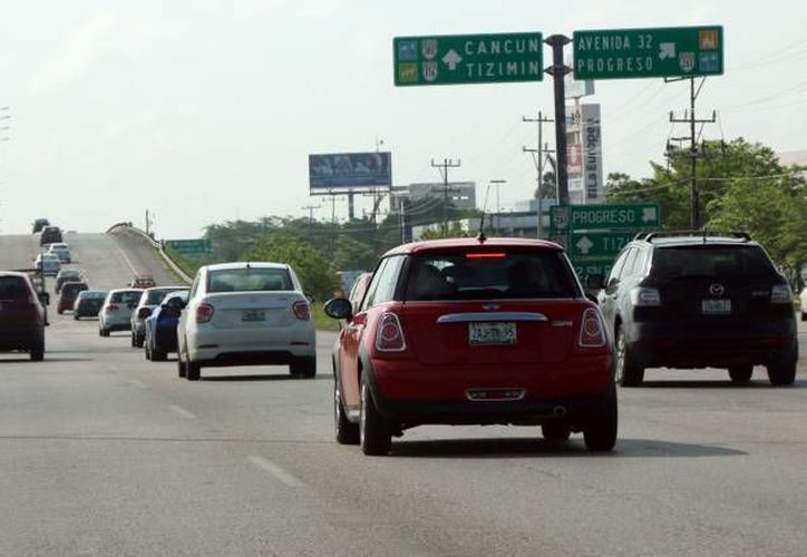 Aún no cumple con el refrendo cerca del 30 por ciento del parque vehícular en Yucatán. (Archivo/ Milenio Novedades)